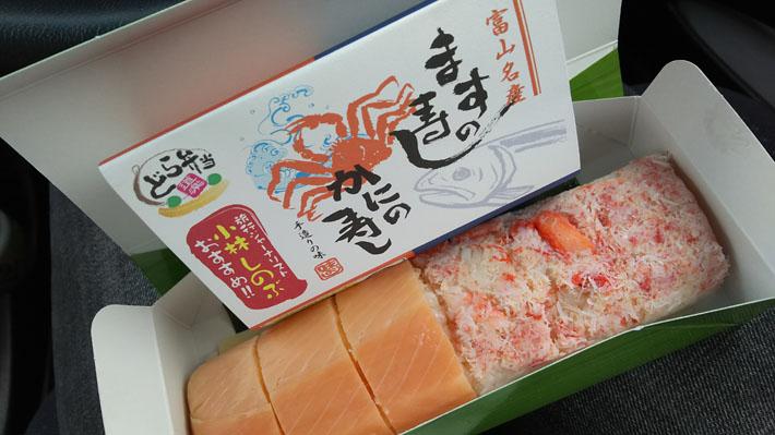 左がます寿司、右がかに寿司です