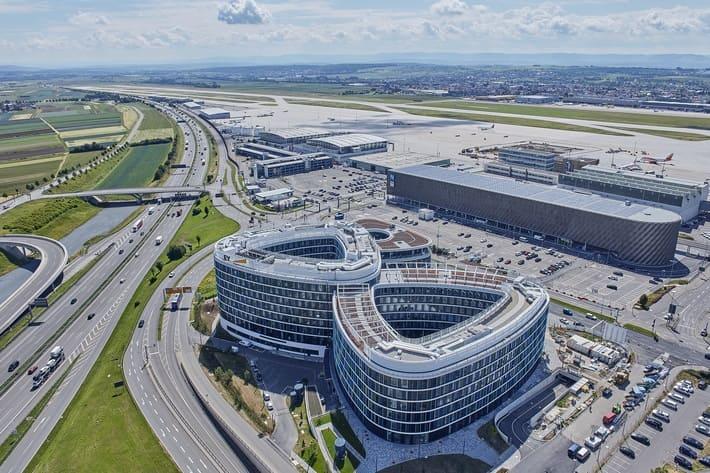 シュトゥットガルト空港のIATAコードはSTRだそうです