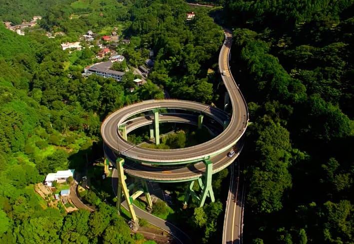 河津七滝ループ橋。実に行きたくなる橋である